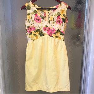 Summer Floral Dress - Fitted around waist - Flower